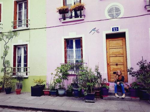 Bunte Häuserfassaden in der Rue Crémieux