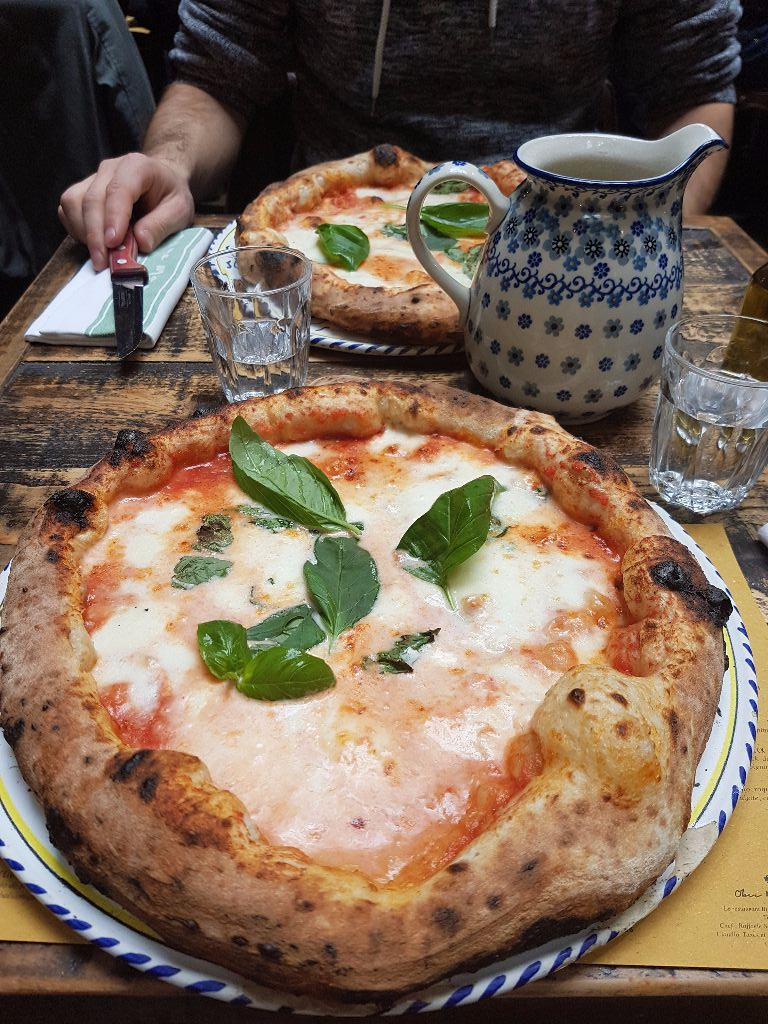 Traditionelle Pizza im Ober Mamma