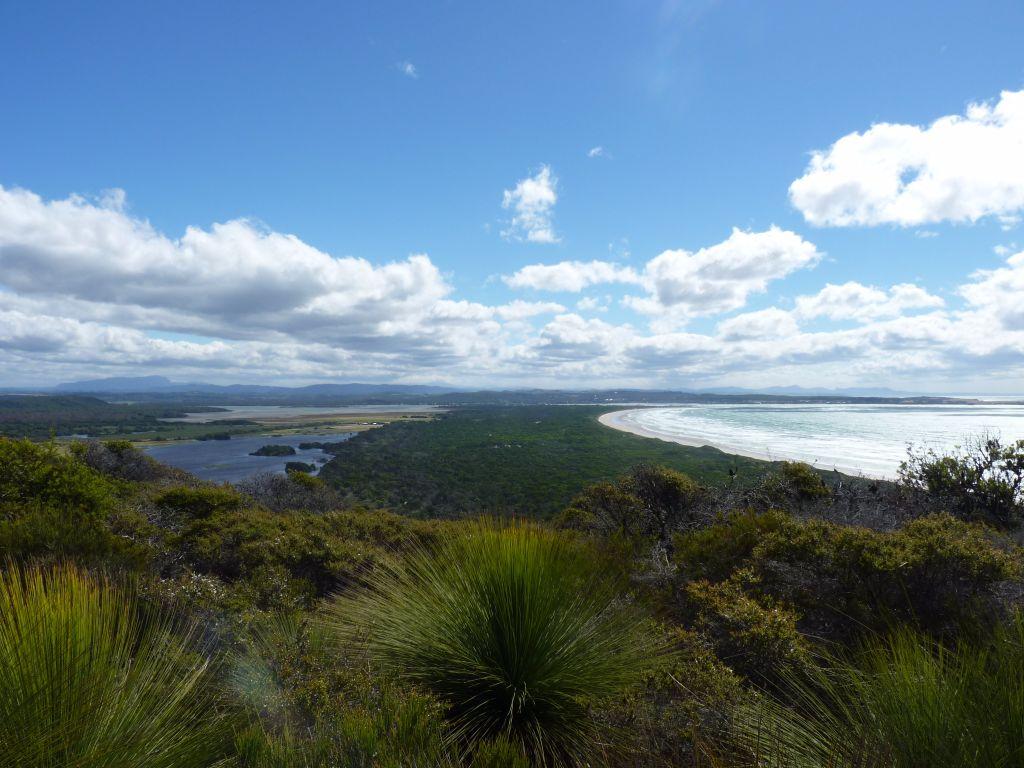 Wunderschöne Aussicht bei unserer Wanderung durch den Nationalpark in Tasmanien - Tasmanien-Sehenswürdigkeiten auf deiner Tasmanien-Rundreise