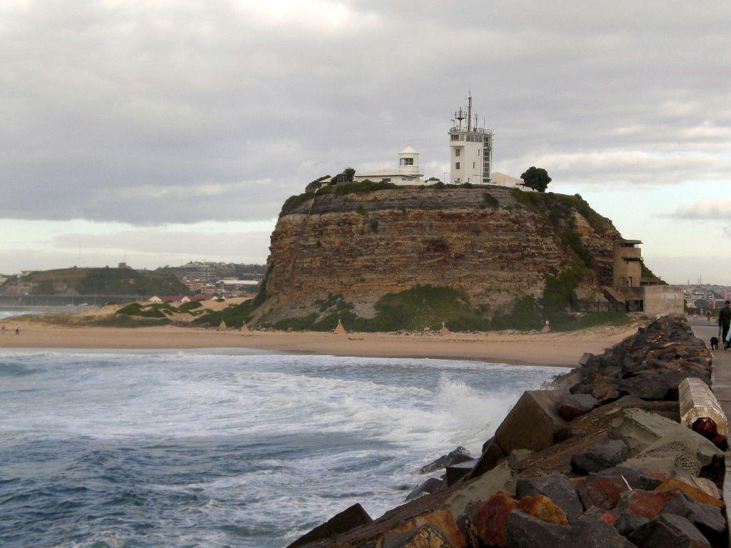Newcastle Leuchtturm und Strand - Sehenswürdigkeiten Australien Ostküste – Reiseroute Australien Ostküste im Überblick