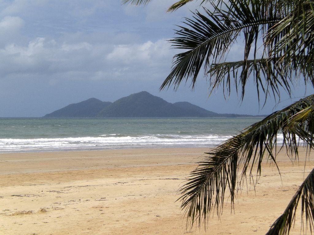 Strand in Mission Beach - Sehenswürdigkeiten Australien Ostküste – Reiseroute Australien Ostküste im Überblick