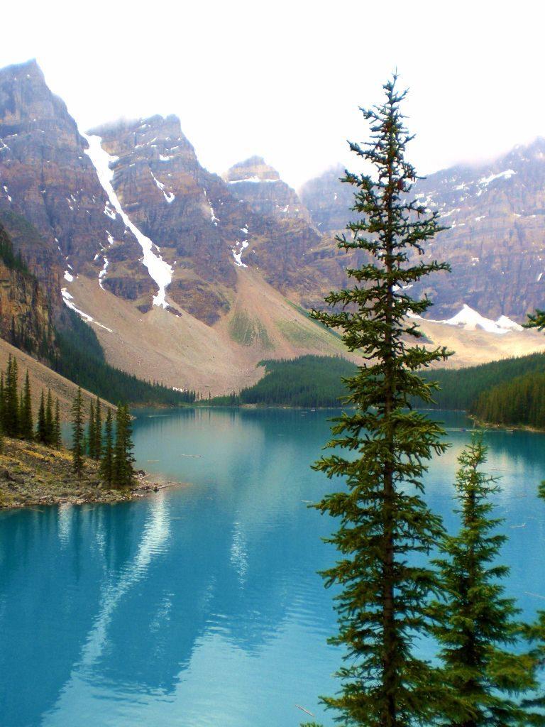 Der Moraine Lake in Kanadas Westen ist ein Muss auf jeder Reiseroute