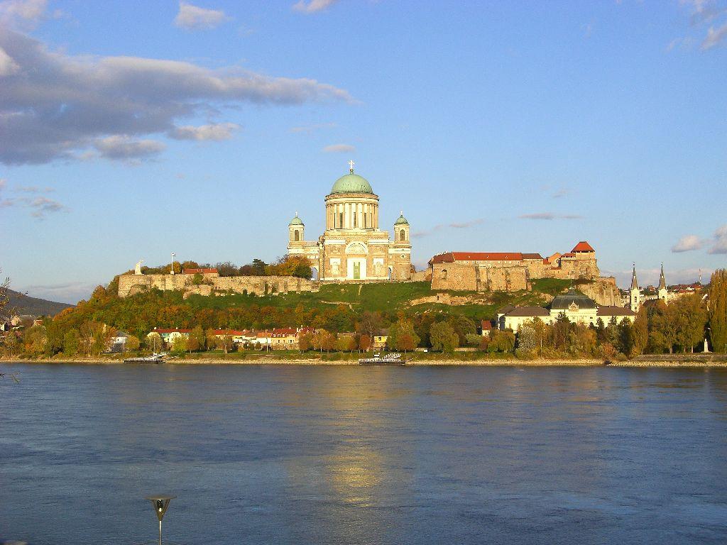 Sehenswürdigkeiten in Budapest für deinen Städtetrip an die Donau: Budapest Ausflüge: Esztergom