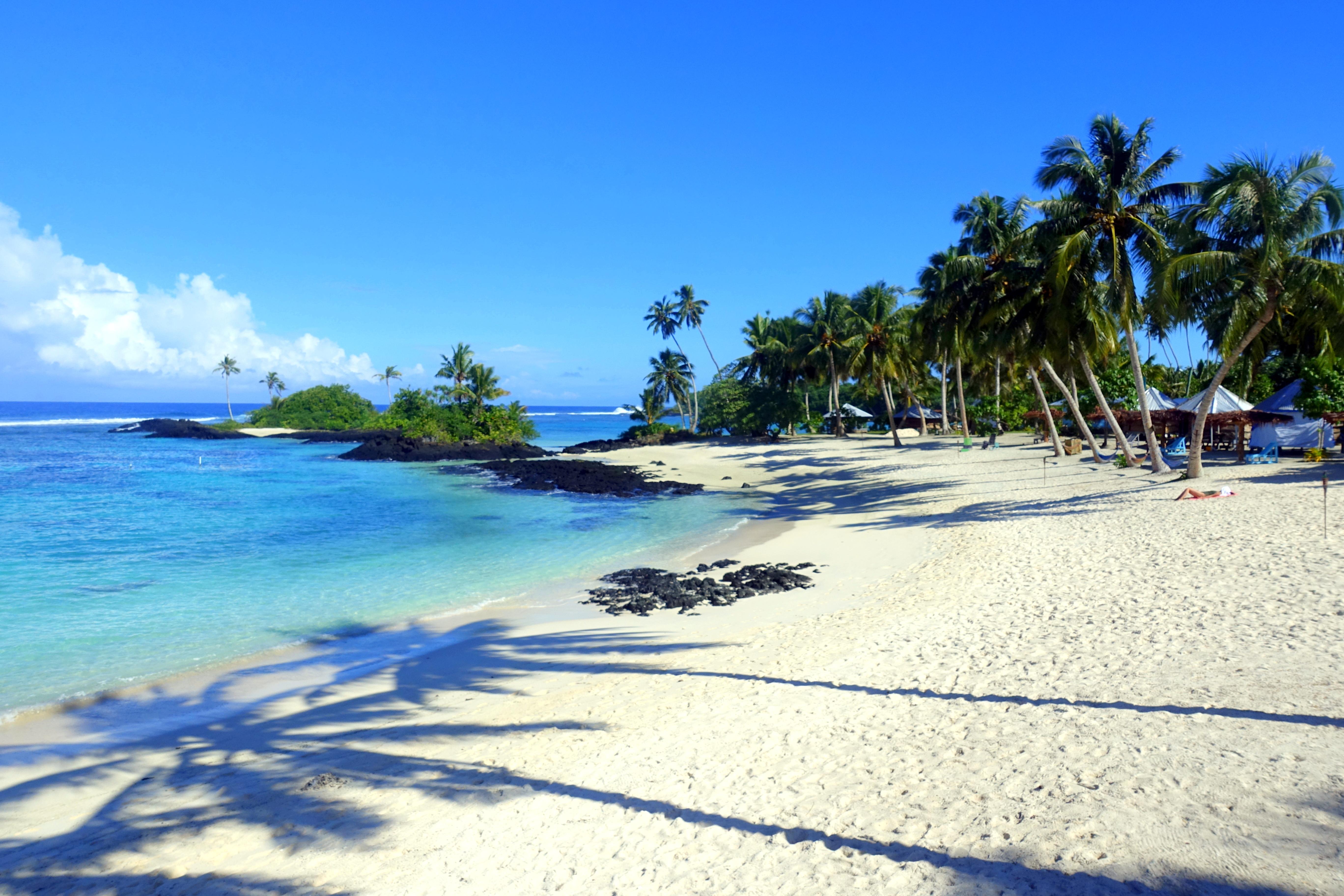 Matareva Beach Fales Privat-Strand mit Palmen und Riff - einer der schönsten Strände in Samoa - Reisebericht Samoa