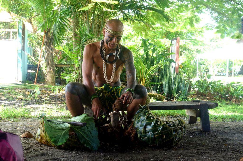 Umu-Vorbereitung im Samoa Cultural Village - Samoa-Reisebericht