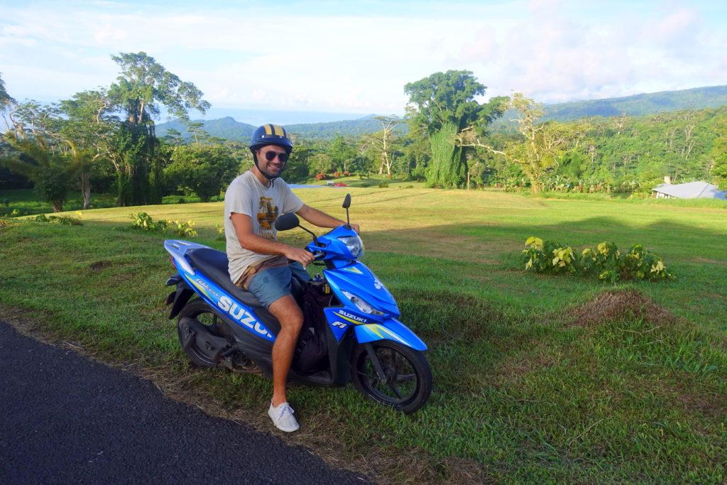Mit dem Roller unterwegs in Samoa - der Roller ist eins der besten Verkehrsmittel für Backpacking in Samoa - alle Tipps in unserem Samoa-Reisebericht