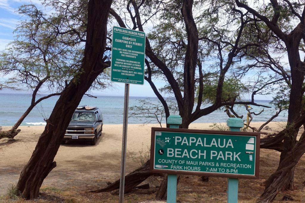 County Camping im Papalaua Beach Park auf Maui Hawaii am Strand. Man muss seine Camping-Permit persönlich auf Maui beantragen.