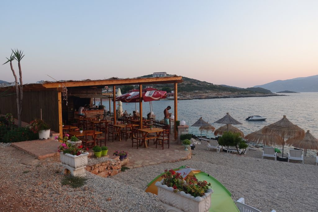 Camping in Ksamil am Strand - Backpacking in Albanien