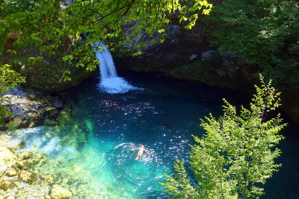 Albanien-Sehenswürdigkeiten im Theth Nationalpark: Blue Eye