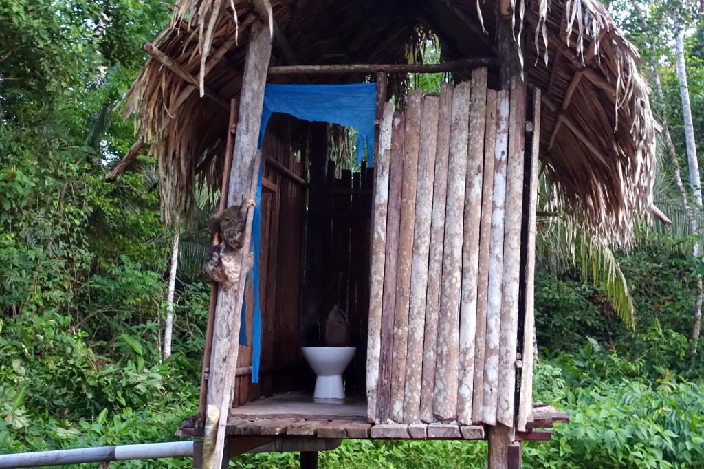 Dschungel-Camp in Peru: Einfache Toiletten