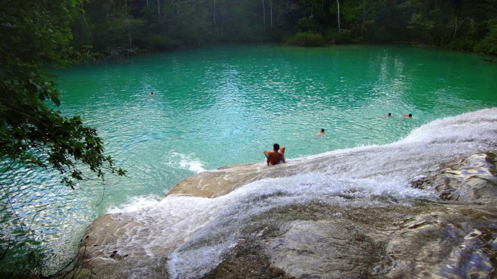 Abenteuer-Wasserfälle in Chiapas: natürliche Rutschen an den Roberto Barrio