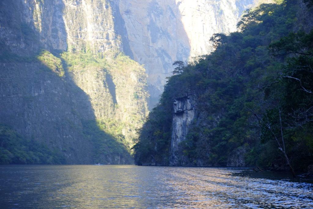 Der Sumidero Canyon ist eine Sehenswürdigkeit in Chiapas in Mexiko und eine Bootstour empfehlenswert