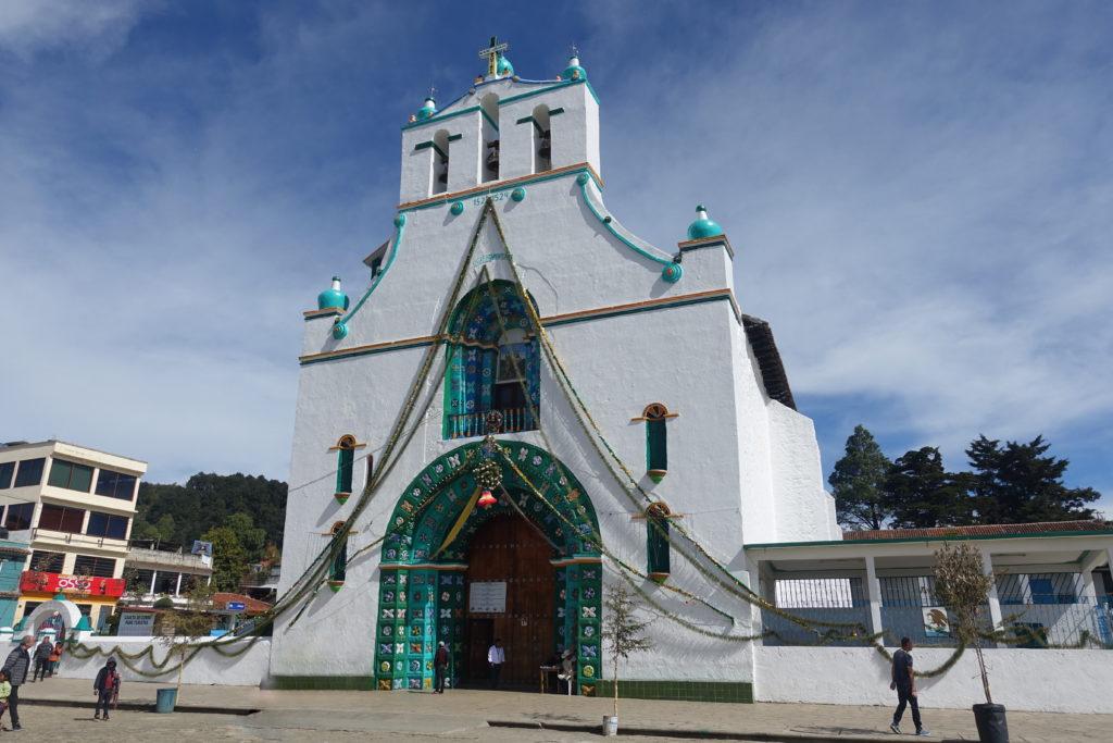 Chiapas-Sehenswürdigkeiten: Die berühmte Chamula-Kirche in der Nähe von San Cristobal - Foto nur von außen, da drinnen Fotografieren streng verboten ist