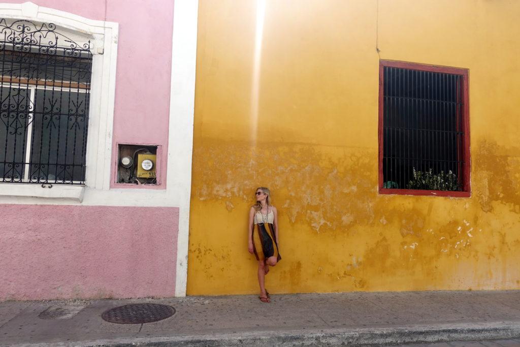 Bunte Häuserfassade in Campeche - Reisebericht über unsere Rundreise auf der Halbinsel Yucatán inklusive Campeche und Quintana Roo. Speziell für Backpacker in Mexiko und Rundreisen im Yucatan