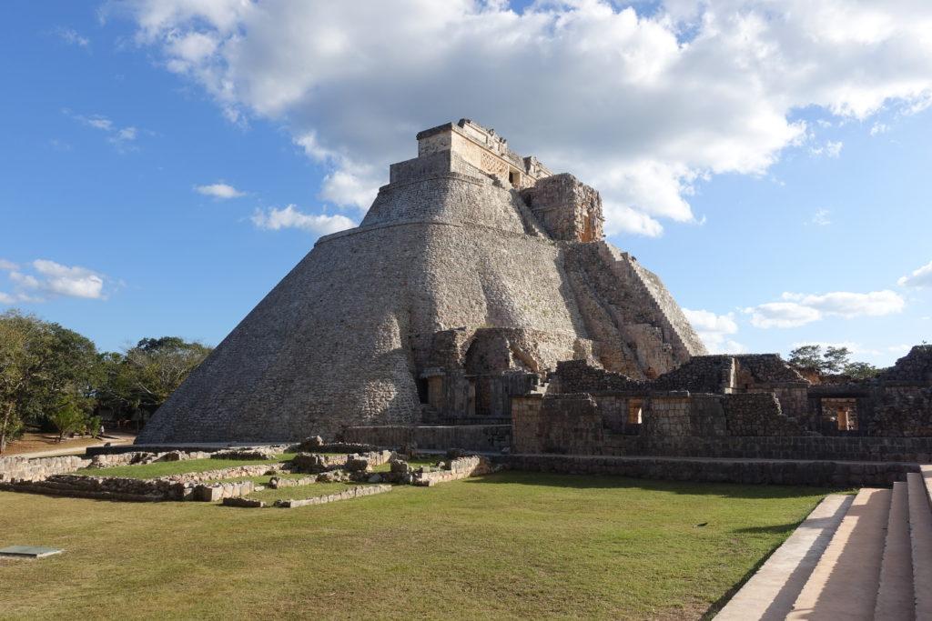 Pyramide Uxmal - Reisebericht über unsere Rundreise auf der Halbinsel Yucatán inklusive Campeche und Quintana Roo. Speziell für Backpacker in Mexiko und Rundreisen im Yucatán.