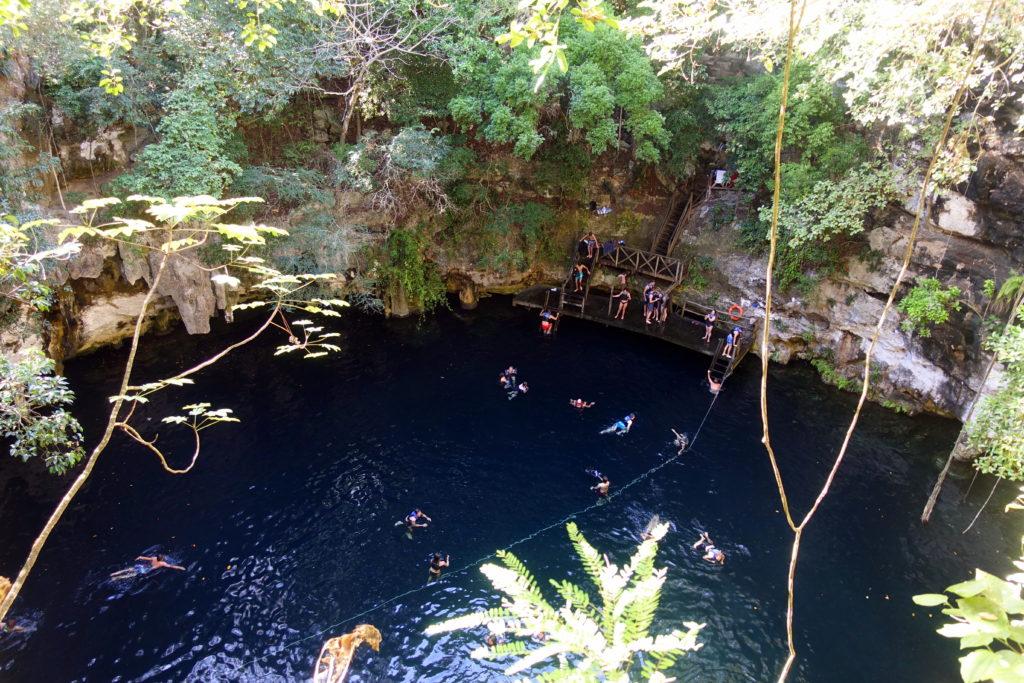 Cenote Yokdzonot - Reisebericht über unsere Rundreise auf der Halbinsel Yucatán inklusive Campeche und Quintana Roo. Speziell für Backpacker in Mexiko und Rundreisen im Yucatán.