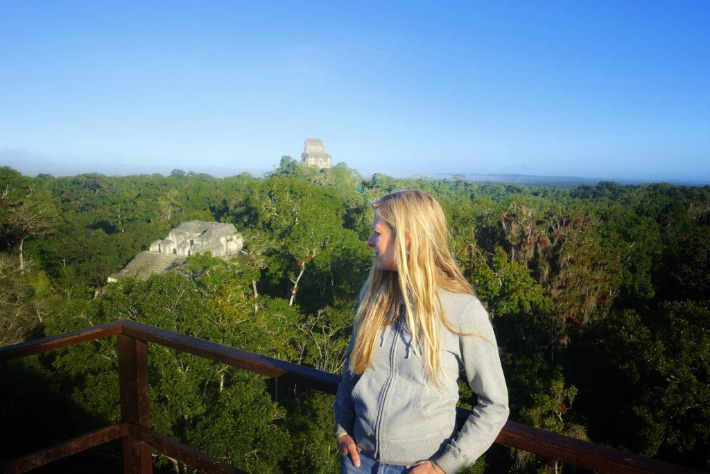 Backpacking in Guatemala - Guatemala Reiseroute & Sehenswürdigkeiten - Ausblick über die Pyramiden von Tikal