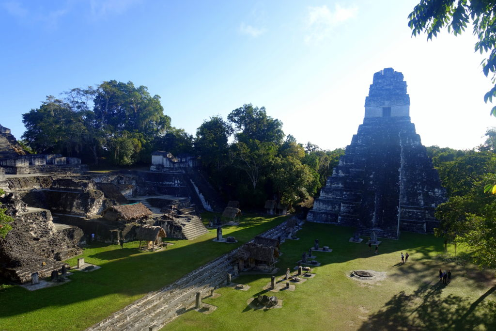 Backpacking in Guatemala - Guatemala Reiseroute & Sehenswürdigkeiten - entralen Platz der Maya-Stadt Tikal