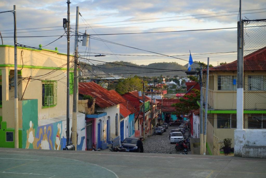 Backpacking in Guatemala - Guatemala Reiseroute & Sehenswürdigkeiten - Die kleinen Gassen der Isla de Flores