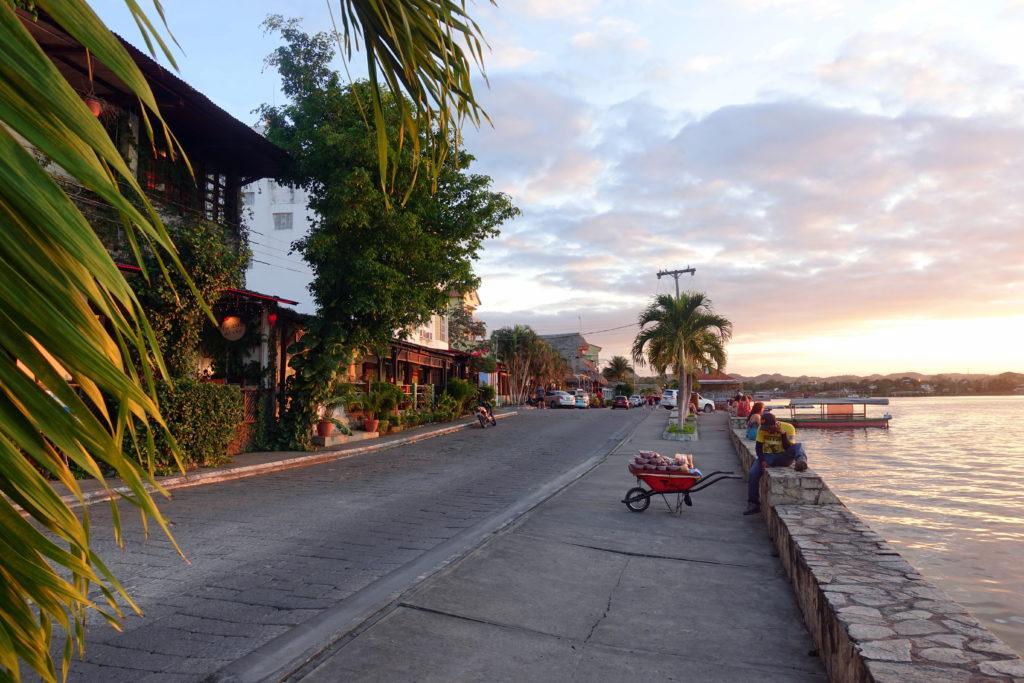 Backpacking in Guatemala - Guatemala Reiseroute & Sehenswürdigkeiten - Uferpromenade von Flores