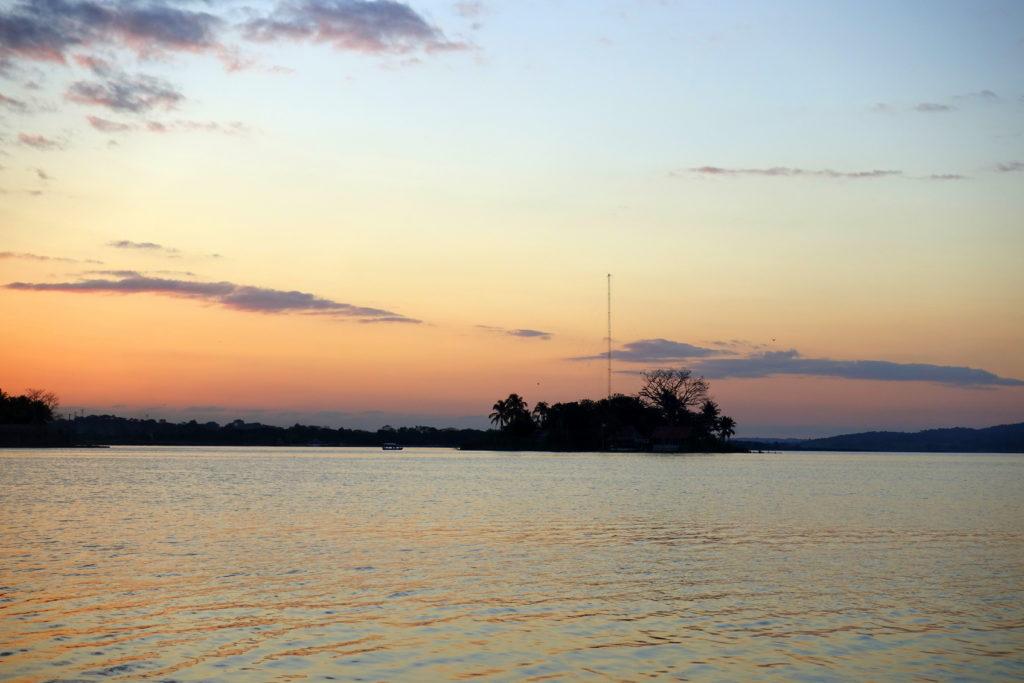 Backpacking in Guatemala - Guatemala Reiseroute & Sehenswürdigkeiten - Sonnenuntergang in Flores