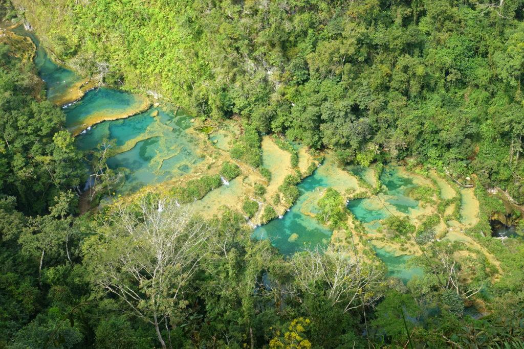 Backpacking in Guatemala - Guatemala Reiseroute & Sehenswürdigkeiten - Ausblick von der Aussichtsplattform in Semuc Champey