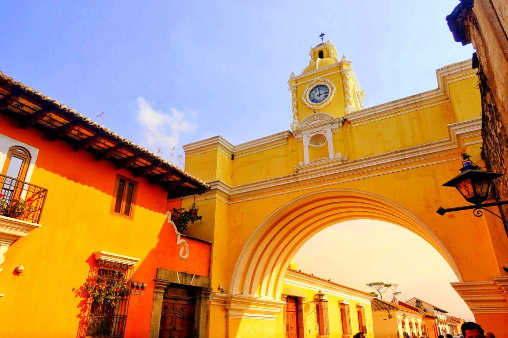 Backpacking in Guatemala - Guatemala Reiseroute & Sehenswürdigkeiten - Der Arco de Santa Catalina in Antigua