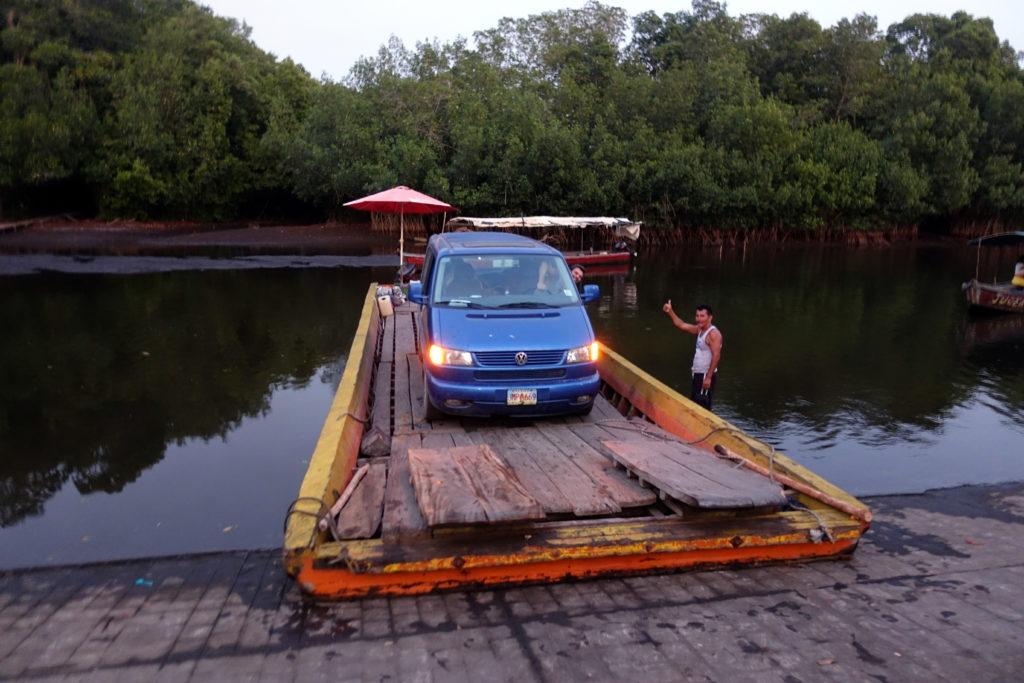 Rundreise in Guatemala - Guatemala Reiseroute & Sehenswürdigkeiten - Fähre nach El Pardon