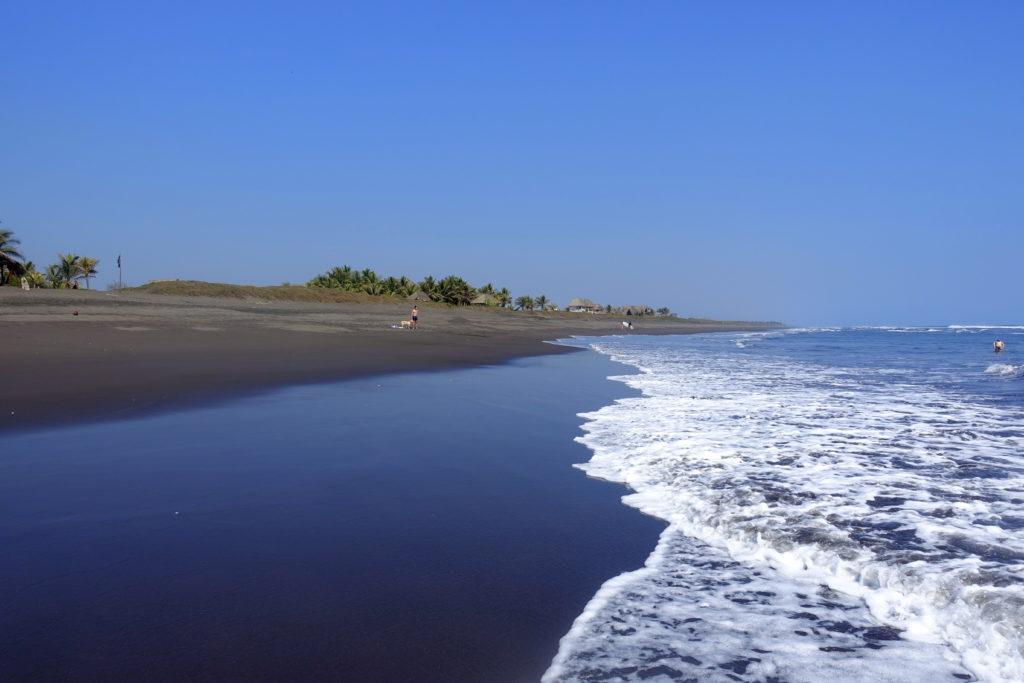Backpacking in Guatemala - Guatemala Reiseroute & Sehenswürdigkeiten - Schwarzer Sandstrand in El Paredon
