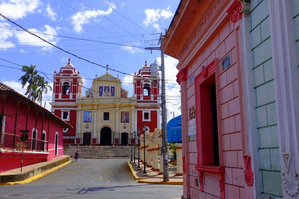 Bunte Kirchen in der Altstadt von Leon - Nicaragua Reisebericht