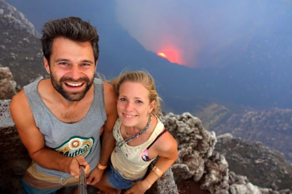 Selfie vor der glühenden Lava im Krater des Masaya Vulkans - Nicaragua Reisebericht