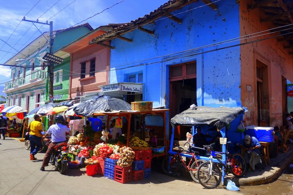 Frisches Obst und Gemüse auf einem der zahlreichen Märkte in Granada - Nicaragua Reisebericht