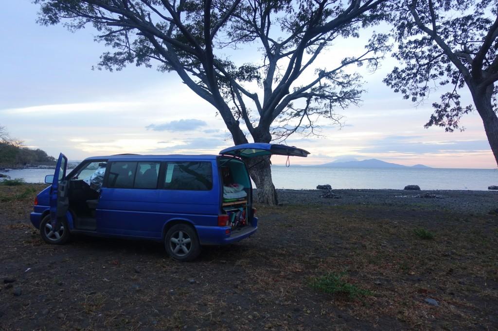 Wildcampen an der Küste der Insel Ometepe im Nicaragua See - Nicaragua Reisebericht