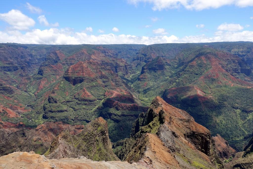 Sehenswürdigkeiten auf Kauai, Hawaii. Blick auf den Waimea Canyon vom Aussichtspunkt. Grand Canyon von Hawaii