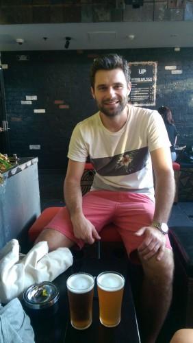Hier kann man gut einen Drink nehmen: in der Upside Rooftop Bar in Melbourne