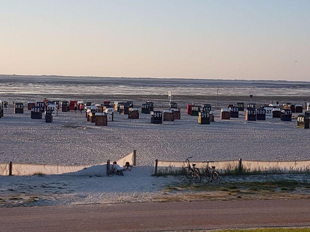 Strandkörbe am Nordsee-Strand von Neuharlingersiel