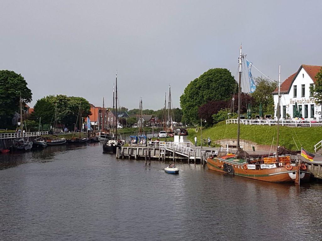 Carolinensiel mit Schiffen an der deutschen Nordsee