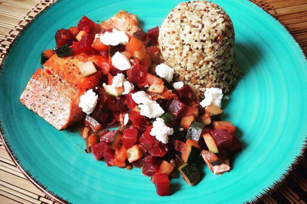 """Leckeres Essen mit Quinoa Lachs und Gemüse von """"World in a Bowl""""-Chefkoch Peter"""