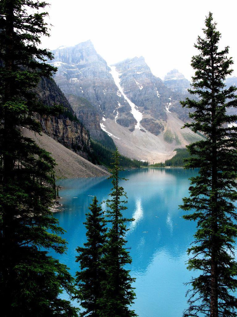 Highlight auf jeder Kanada-Reise: Der Lake Louise mit seinem atemberaubenden Blautönen