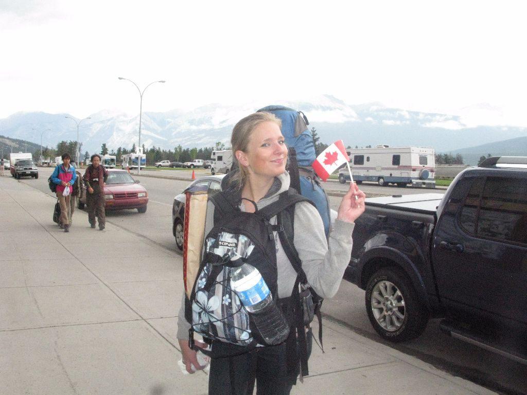 Svenja beim Backpacking in Kanada - mit viel zu viel Gepäck