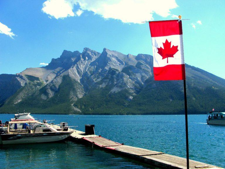 Sehenswürdigkeit in Banff auf deiner Kanada-Reise: Wunderschöner See in Banff