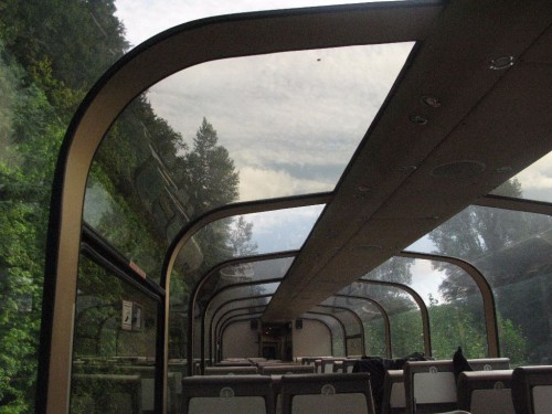 Im Zug von Prince Rupert nach Jasper im Panoramaabteil im VIA-Zug in Kanada