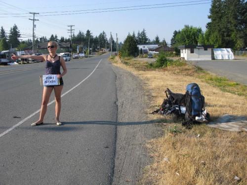 Per Anhalter durch Kanada | Hitchhiking in Kanada Tipps: Mit einem Schild kann man leichter in Kanada trampen