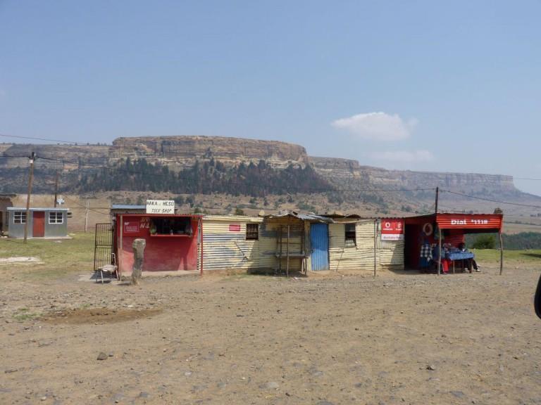 Lesotho_Reisebericht und Tipps für deinen individuellen Backpacking Roadtrip_Wellblechhütten_Work Travel Balance