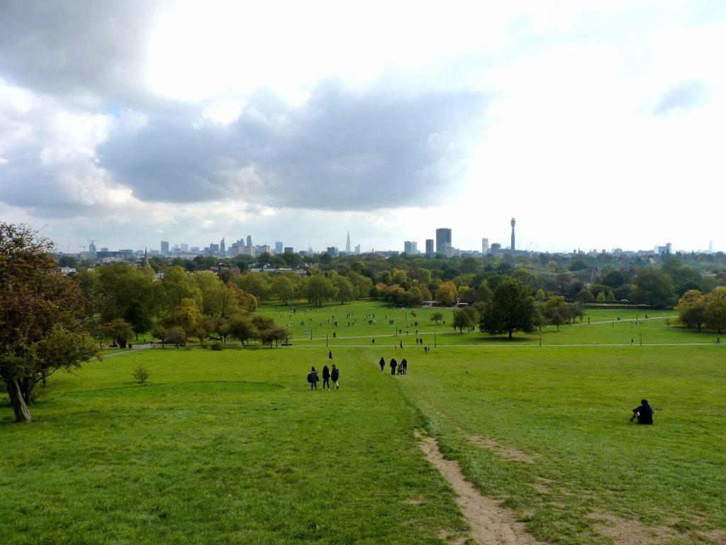 Blick auf Londons Skyline vom Primrose Hill im Nordwesten - Sehenswürdigkeiten in London