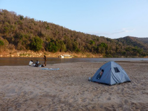 Backpacking Madagaskar: Camping am Flussufer