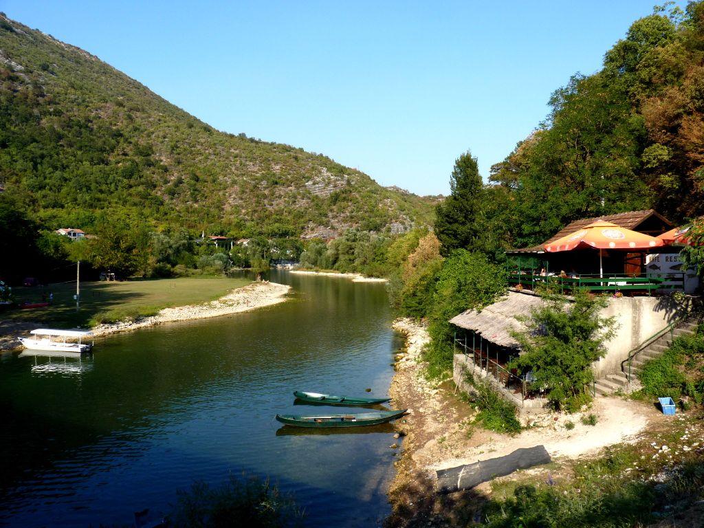 Sehenswürdigkeit in Montenegro: Fischrestaurant in Rijeka Crnojevica