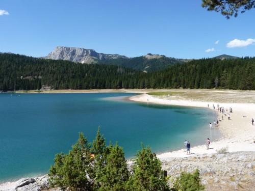 Der Black Lake im Durmitor Nationalpark ist eine der Sehenswürdigkeiten in Montenegro
