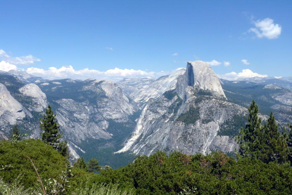 Half Dome im Yosemite Nationalpark ist eine Sehenswürdigkeit in Kalifornien