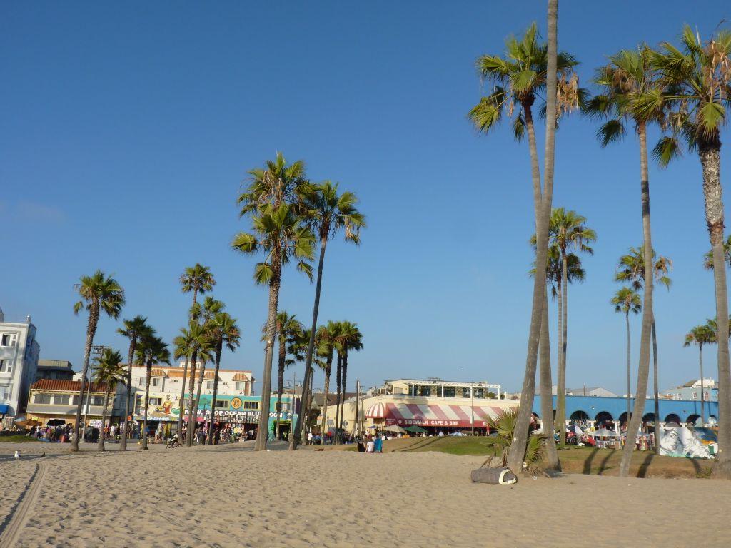 Sehenswürdigkeiten in Los Angeles - der breite Sandstrand Venice Beach